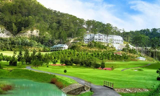 Hướng nhìn khu nghỉ dưỡng tại câu lạc bộ sân golf SAM Tuyền Lâm