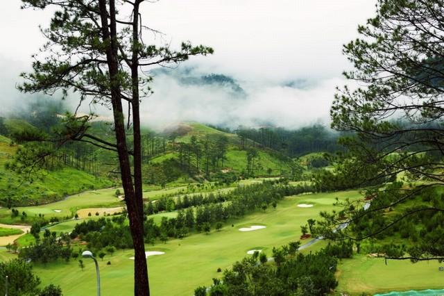 Phong cảnh xung quanh sân golf SAM Tuyền Lâm
