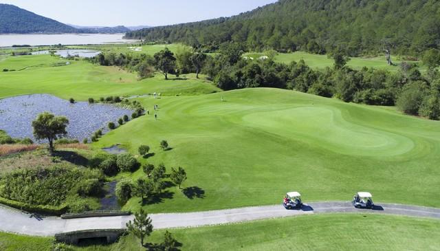 Sân golf Đà Lạt 1200 vào thời điểm giữa trưa