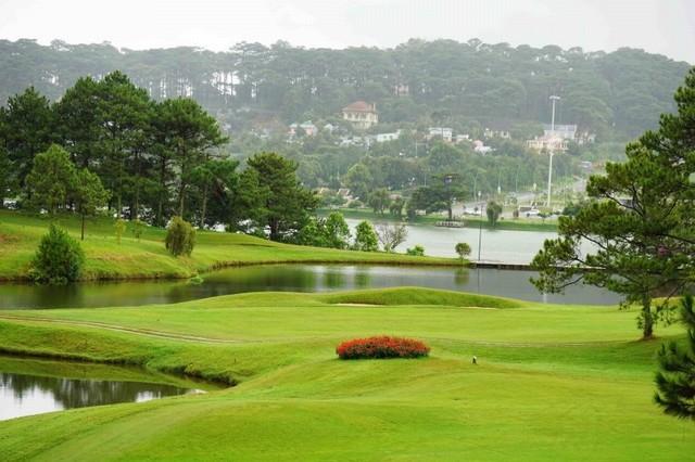 Sân golf tọa lạc ở vị trí như trái tim của thành phố Đà Lạt