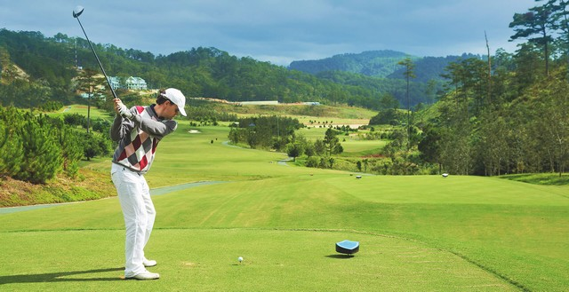 Solo golfer at Sacom Tuyen Lam Golf Course