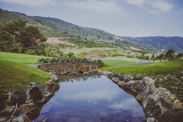 Suối nước trong sân golf Đà Lạt 1200