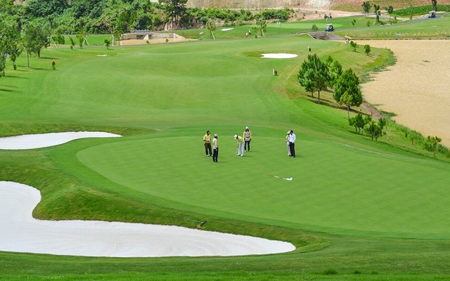 The golfers at Sacom Tuyen Lam golf course