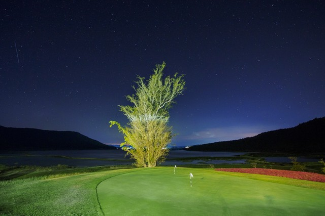 Dalat 1200 golf course at night