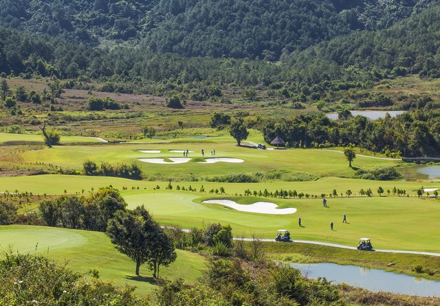 golf players at Dalat 1200