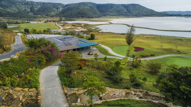 the club house of Dalat 1200 golf course
